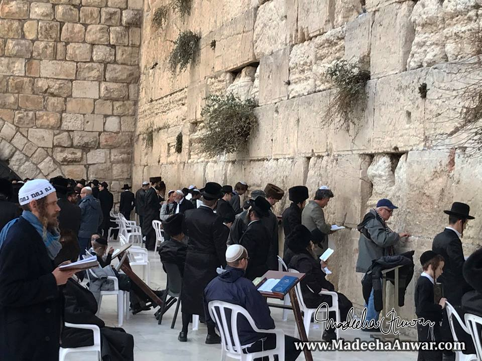 jewish-men-praying-at-the-westernwall-or-wailingwall-on-shabbath