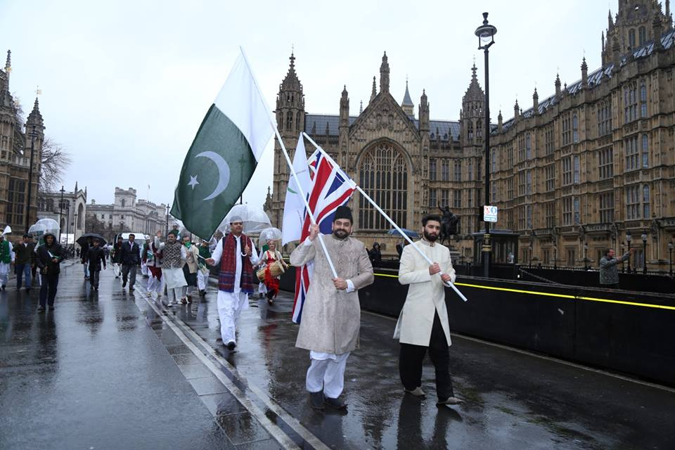 pakistan-segment-receives-applause-at-london-new-years-day-parade-10
