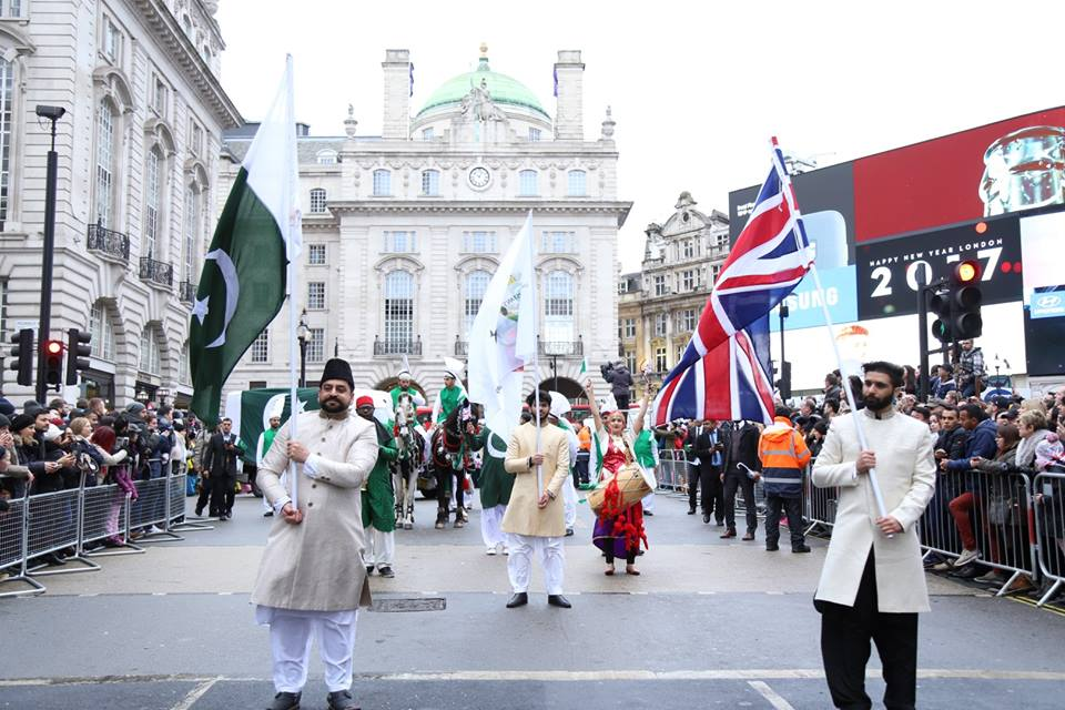 pakistan-segment-receives-applause-at-london-new-years-day-parade-2