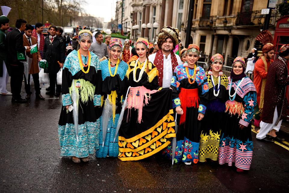 pakistan-segment-receives-applause-at-london-new-years-day-parade-3