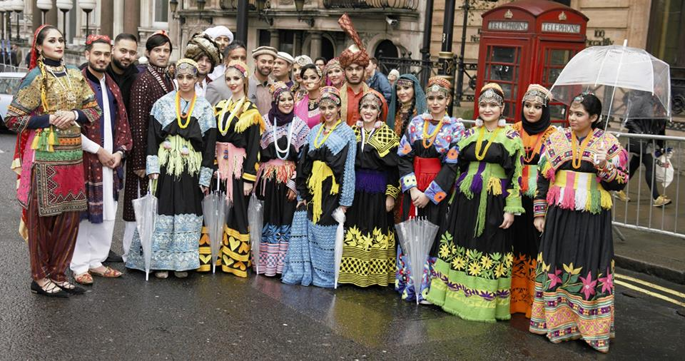 pakistan-segment-receives-applause-at-london-new-years-day-parade-4