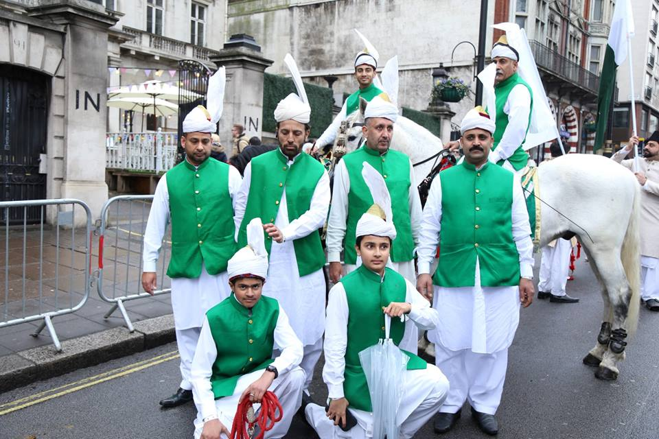 pakistan-segment-receives-applause-at-london-new-years-day-parade-6